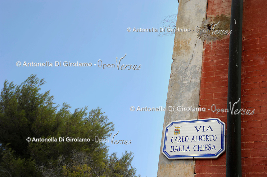 Isola di Pianosa. Pianosa Island. .Le targhe stradali dedicate ai morti ammazzati dalla mafia..The street signs dedicated to the dead killed by the Mafia.Via Carlo Alberto Dalla Chiesa..