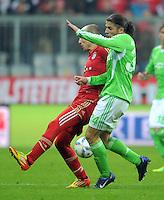 FUSSBALL   1. BUNDESLIGA  SAISON 2011/2012   19. Spieltag FC Bayern Muenchen - VfL Wolfsburg      28.01.2012 Arjen Robben (li, FC Bayern Muenchen) gegen Ricardo Rodriguez (VfL Wolfsburg)