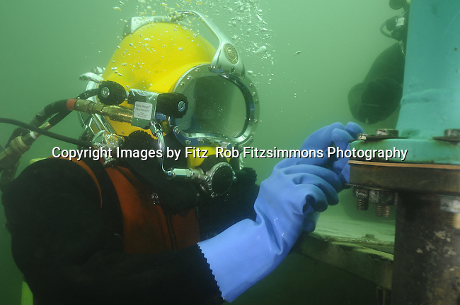 how to become a commercial diver