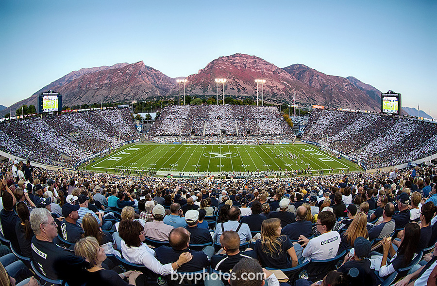 _W3_0461_HDR..12FTB vs Hawaii..Photo by Jonathan Hardy/BYU..September 28, 2012..© BYU PHOTO 2012.All Rights Reserved.photo@byu.edu  (801)422-7322