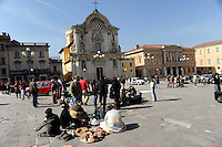 L'Aquila 6 Aprile 2009.Terremoto all'Aquila.I sfollati in piazza Duomo .Earthquake to the city of L'Aquila.People evacuated from their homes in Piazza Duomo.