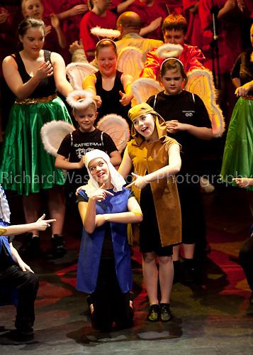 Theatre Royal Drury Lane London...© Washbrooke - 10 Paddock Wood, Harpenden, Herts. England. AL5 1JS - Tel: +44 (0) 1582 761974 - richard@washbrooke.com - www.washbrooke.com Theatretrain 13th December 2009 Drury Lane  Step into Christmas