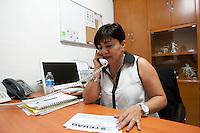 Quer&eacute;taro, Qro. 02 de marzo de 2014.- A trav&eacute;s de un video en la red social de facebook, Laura Leyva, dirigente del STEUAQ (Sindicato de Trabajadores y Empleados de la Universidad Aut&oacute;noma de Quer&eacute;taro), da a conocer que no ha sido notificada por escrito de su presunta rescici&oacute;n de contrato, por lo tanto contin&uacute;a frente a la dirigencia del STEUAQ. Manifestando que quien decide si contin&uacute;a o no como lider del sindicato es la Asamblea. <br /> <br /> <br /> Foto: Demian Ch&aacute;vez / Archivo / Obture Press Agency.