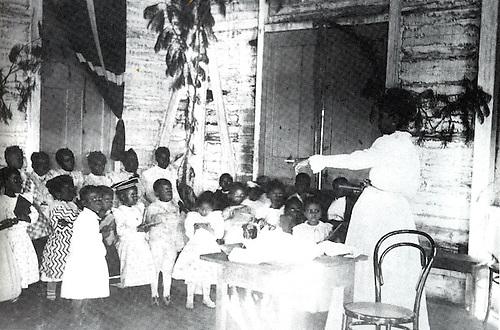 Escuela Primaria del barrio de Villa Consuelo, Santo Domingo 1920. Periódico El Cojo Ilustrado