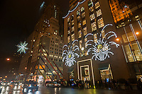 Tiffanys jewelers on Fifth Avenue decorated for Christmas on Tuesday, December 23, 2014. Wet weather in the Eastern U.S. is set to disrupt Christmas travel.  (© Richard B. Levine)