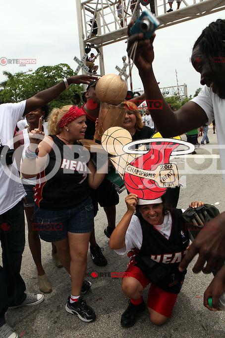 View of the parade revelers celebrating the Miami Heat's 2012 NBA Basketball win. Miami, Florida. June 25, 2012. ©Majo Grossi/MediaPunch Inc. *NORTEPHOTO* **SOLO*VENTA*EN*MEXICO** **CREDITO*OBLIGATORIO** **No*Venta*A*Terceros** **No*Sale*So*third** *** No*Se*Permite Hacer Archivo** **No*Sale*So*third** *Para*más*información:*email*NortePhoto@gmail.com*web*NortePhoto.com*