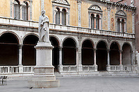 General view of Statue of Dante Alighieri, 1865, by Ugo Zannoni, (1836-1919), with the Loggia del Consiglio in the background. Whilst exiled from Florence, the famous Italian poet, Dante, (1265-1321), lived in Verona. This monument was erected to commemorate the 600th anniversary of his birth. Picture by Manuel Cohen.