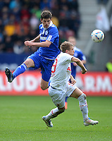 FUSSBALL   1. BUNDESLIGA  SAISON 2011/2012   32. Spieltag FC Augsburg - FC Schalke 04         22.04.2012 Klaas Jan Huntelaar (li, FC Schalke 04) gegen Matthias Ostrzolek (FC Augsburg)