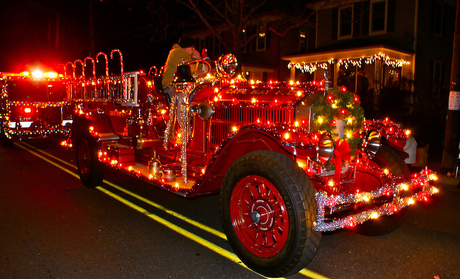 antique fire truck light up cape may holiday parade. Black Bedroom Furniture Sets. Home Design Ideas