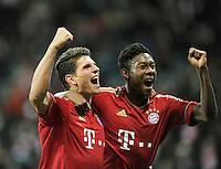 FUSSBALL   1. BUNDESLIGA  SAISON 2011/2012   17. Spieltag   16.12.2011 FC Bayern Muenchen - 1. FC Koeln        JUBEL FC Bayern Muenchen; Mario Gomez (li) umarmt David Alaba (FC Bayern Muenchen)