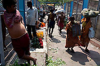 Generic photos of the Flower Market beneath the Howrah Bridge, Calcutta for story on international boxing referee.Razia Shabnam, Calcutta, West Bengal, India. Razia Shabnam, 28, was one of the first women boxers in Kolkata. She was also the first woman in her community to go to college. She is now a coach and one of only three international female boxing referees in India.  Photo by Suzanne Lee for Panos London