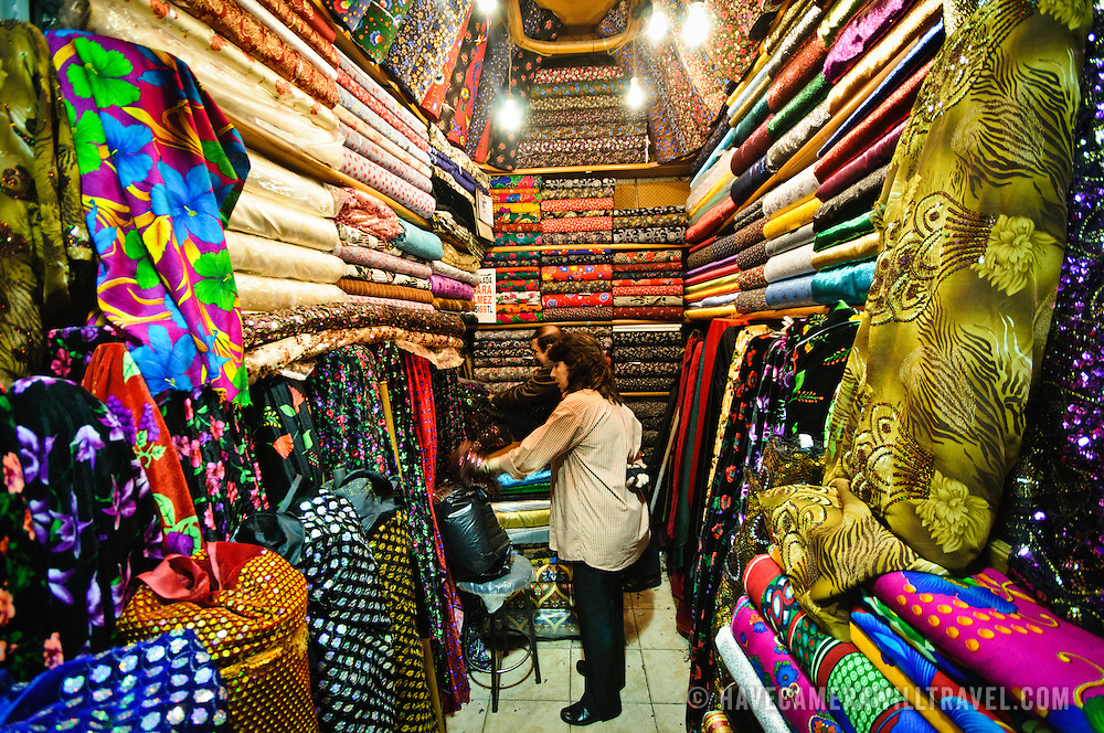 La palabra del d a la tela spanishdict answers for Fabric sellers