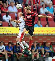 FUSSBALL   1. BUNDESLIGA  SAISON 2011/2012   1. Spieltag FC Augsburg - SC Freiburg            06.08.2011 Tobias Werner (li, FC Augsburg) gegen Julian Schuster (re, SC Freiburg)