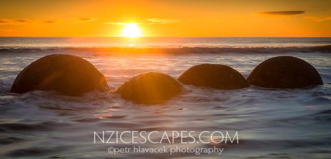 Sunrise on beach with Moeraki Boulders, Coastal Otago, East Coast, New Zealand