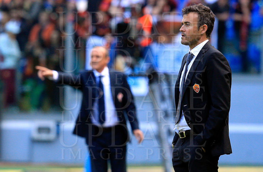 Calcio, Serie A: Roma-Fiorentina. Roma, stadio Olimpico, 25 aprile 2012. L'allenatore della Roma Luis Enrique, a destra, e quello della Fiorentina Delio Rossi..AS Roma coach Luis Enrique, of Spain, looks on as Fiorentina coach Delio Rossi, left, gestures during the Italian Serie A football match between AS Roma and Fiorentina, at Rome Olympic stadium, 25 april 2012..UPDATE IMAGES PRESS/Riccardo De Luca