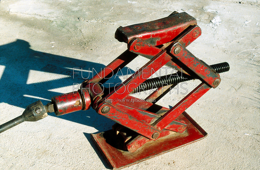 SCREW-TYPE TOOLS<br /> Screw-type Car Jack<br /> Mechanical device used to elevate the end of a car by a system of ratchets, gears, and screws. The screw-type car jack is a first class lever.