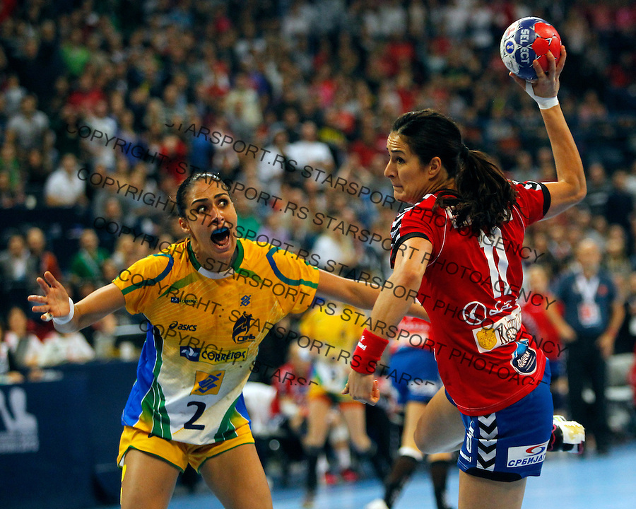 SERBIA, Belgrade: Serbia's Sanja Damnjanovic vies with Brazil's Fabiana Diniz during Women's World Handball Championship final match between Brazil and Serbia in Belgrade, Serbia on Sunday, December 22, 2013. (credit image & photo: Pedja Milosavljevic / STARSPORT / +318 64 1260 959 / thepedja@gmail.com)