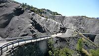 Alpi Marittime francesi, valle del Var, Gole di Daluis. Rocce di scisto nero.<br /> French Maritime Alps, the valley of the Var, Daluis Gorges. Black schist rocks.