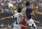 Mexico (12.02.2006) UNAM Pumas defenders Joaquin Beltran (L) and Israel Castro (R) battles for the ball against Veracruz Tiburones Rojos forward Mario Rosales during their soccer match at the Olympic Stadium in Mexico City, February 12, 2006. UNAM won 2-0 to Veracruz. / Mexico: Los defensas de Pumas UNAM Joaquin Beltran e Israel Castro pelean por el balon con el delantero Mario Rosales de Tiburones Rojos de Veracruz durante el partido en el estadio Olimpico. Pumas UNAM gano 2-0 al Veracruz. © Javier Rodriguez