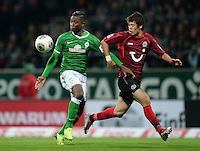 FUSSBALL   1. BUNDESLIGA   SAISON 2013/2014   11. SPIELTAG SV Werder Bremen - Hannover 96                         03.11.2013 Eljero Elia (SV Werder Bremen) gegen Hiroki Sakai (re, Hannover)