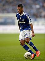 FUSSBALL   1. BUNDESLIGA   SAISON 2013/2014   8. SPIELTAG FC Schalke 04 - FC Augsburg                                05.10.2013 Dennis Aogo (FC Schalke 04)  am Ball