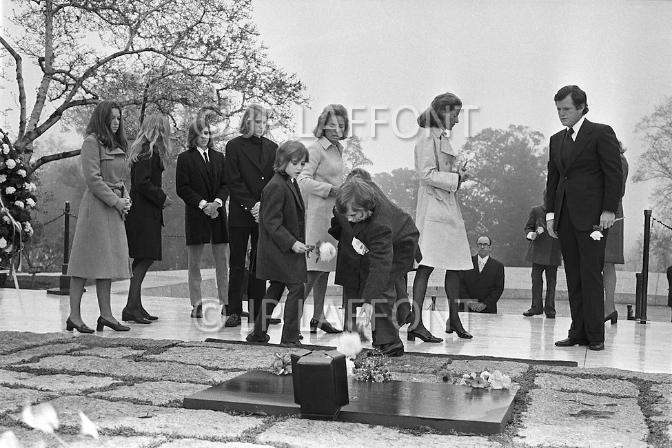 Arlington, VA - November 22, 1973 <br /> Edward Kennedy with wife Joan and sister Patricia Kennedy Lawford and seven of Robert and Ethel Kennedy&rsquo;s children visits John F. Kennedy's tomb at Arlington Cemetery to pay tribute to his brother on the anniversary of JFK&rsquo;s assassination. The tomb and eternal flame were designed by architect John Carl Warnecke, a long-time friend of President Kennedy's and opened to the public on March 15, 1967.