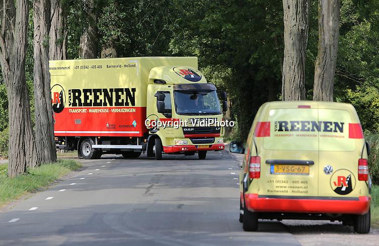 Foto: VidiPhoto<br /> <br /> BARNEVELD - De nieuwe verhuiswagen van Van Reenen Transport uit Barneveld.