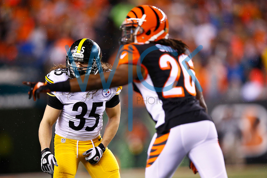 Ross Ventrone #35 of the Pittsburgh Steelers in action against the Cincinnati Bengals during the Wild Card playoff game at Paul Brown Stadium on January 9, 2016 in Cincinnati, Ohio. (Photo by Jared Wickerham/DKPittsburghSports)