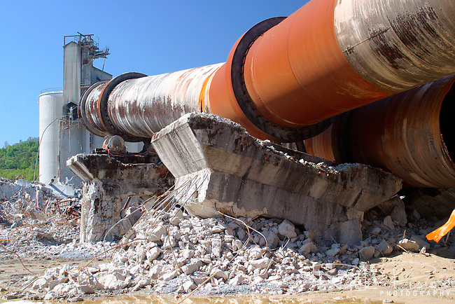 Closed Plants Concrete : The partially demolished concrete kiln and support