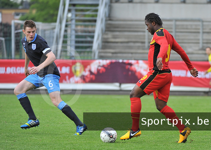 Belgium U19 - England U19 : Nathan Kabasele (9) and Jack O'Connell.foto DAVID CATRY / Nikonpro.be