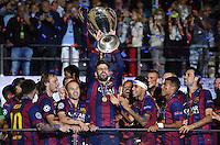 FUSSBALL  CHAMPIONS LEAGUE  FINALE  SAISON 2014/2015   Juventus Turin - FC Barcelona                 06.06.2015 Der FC Barcelona gewinnt die Champions League 2015:Lionel Messi (Barca) , Ivan Rakitic (Barca) , Andres Iniesta (Barca) , Gerard Pique (Barca), Adriano (Barca) Neymar (Barca) ,  Rafael Alcantara Rafinha  (Barca)  und Sergio Busquets (v.li, Barca) jubeln mit dem Pokal