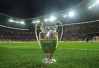 FUSSBALL   CHAMPIONS LEAGUE  VIERTELFINAL RUECKSPIEL   2011/2012      FC Bayern Muenchen - Olympic Marseille          03.04.2012 CHL Pokal auf dem Rasen in der Muenchner Allianz Arena