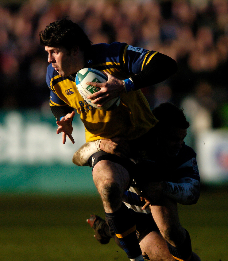 Photo: Richard Lane..Bath Rugby v Leinster. Heineken Cup. 08/01/2005..Shane Horgan attacks.
