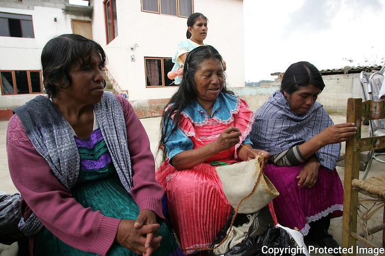 Mujeres Mazahuas del Movimiento de Mujeres Mazahuas en Defensa del Agua durante una entrevista con la revista Rebeldia. Photo by Heriberto Rodriguez