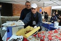 """""""Liberamens...a"""" è un progetto della Syntax error, cooperativa sociale che nasce con lo scopo principale di offrire servizi nel mondo della ristorazione e della produzione alimentare.I lavoratori principalmente sono detenuti, alle dipendenze della cooperativa.Si occupa di organizzare catering e buffet per eventi speciali, sia interni al carcere che esterni..Claudio Piunti è il responsabile del progetto """"Liberamens...a""""..Terramica, forum delle fattorie sociali della provincia di Roma..Presso l' Istituto Tecnico Agrario Statale, ITAS, """"GARIBALDI""""  di Roma si è tenuta la giornata dell'agricoltura etica. Agricoltura per l'integrazione e l'inclusione sociale..Terramica, forum of social farms,in Rome..In the Agrarian Institute,  has the day of agriculture ethics. Agriculture for the integration and social inclusion...."""