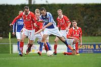 VOETBAL: KOUDUM: 24-10-2015, Oeverzwaluwen-Mulier, uitslag 0-0, Folkert van der Wei (#4),  Wietze Peterson (#9), ©foto Martin de Jong