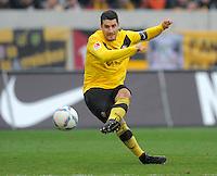 Fussball, 2. Bundesliga, Saison 2011/12, SG Dynamo Dresden - FC Erzgebirge Aue, Sonntag (20.11.11), gluecksgas Stadion, Dresden. Dresdens Cristian Fiel am Ball.