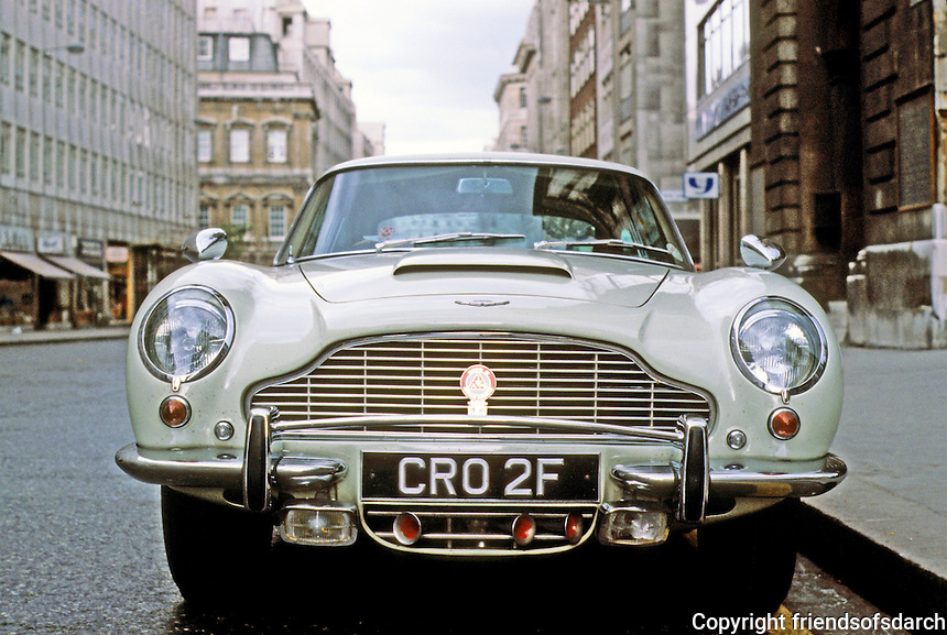 Car: Aston-Martin, head-on. Photo '94.
