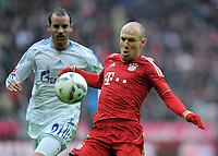 FUSSBALL   1. BUNDESLIGA  SAISON 2011/2012   23. Spieltag FC Bayern Muenchen - FC Schalke 04       26.02.2012 Christoph Metzelder (li, FC Schalke 04) gegen Arjen Robben (FC Bayern Muenchen)
