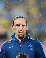 FUSSBALL  EUROPAMEISTERSCHAFT 2012   VORRUNDE Ukraine - Frankreich               15.06.2012 Franck Ribery (Frankreich) steht im Regen