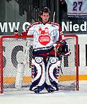 Eishockey DEL 1.Bundesliga 2002/2003 Nuernberg (Germany) Nuernberg IceTigers - Eisbaeren Berlin (1:4) Marc Seliger (IceTigers) mit hochgeklappter Maske