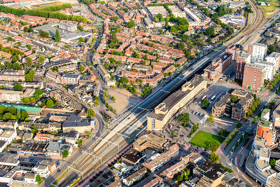 Nederland, Noord-Holland, Hilversum, 05-08-2014; centrum Hilversum met NS-station en stationsgebied.<br /> City centre Hilversum with railway station area.<br /> luchtfoto (toeslag op standaard tarieven);<br /> aerial photo (additional fee required);<br /> copyright foto/photo Siebe Swart.