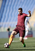 Calcio, Serie A: Roma, stadio Olimpico, 14 aprile 2017.<br /> Roma's Edin Dzeko in action during the Italian Serie A football match between Roma and Atalanta at Rome's Olympic stadium, April 14, 2017.<br /> UPDATE IMAGES PRESS/Isabella Bonotto