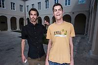 Ja (lijevo) i moj veliki prijatelj Sandro, mlađi 4 godine ali isti ja. Vodenjaci. Vizionari trenutno konobarimo i skupljamo za pokrenit izdavačku kuću. Budućnost je na nama. JERE ZLATAR<br /> SANDRO ZULIM