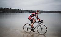 Joeri Adams (BEL/Hessers-Nnof) shortcutting in the lake<br /> <br /> elite men's race<br /> Krawatencross Lille 2017
