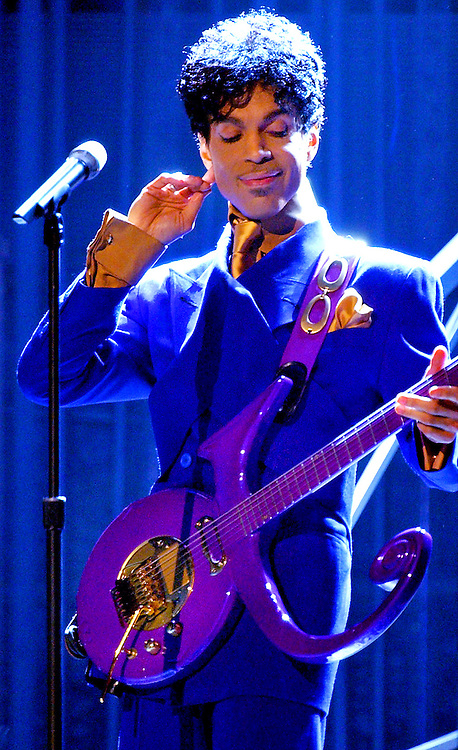 """46TH ANNUAL GRAMMY AWARDS -- Prince performs """"Purple Rain"""" as the opening act during the 46th Annual Grammy Awards show, at the Staples Center in Los Angeles, Calif., Sunday, Feb. 8, 2004. LOS ANGELES TIMES PHOTO BY RICHARD HARTOG"""