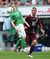 FUSSBALL   1. BUNDESLIGA   SAISON 2011/2012    1. SPIELTAG SV Werder Bremen - 1. FC Kaiserslautern             06.08.2011 Marko MARIN (li, Bremen) gegen Christian TIFFERT (re, Kaiserslautern)