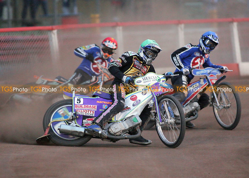 Heat 9 - Rory Schlein leads Leigh Lanham (blue) and Steve Johnston - Arena Essex Hammers vs Coventry Bees - Elite League 'B' Fixture at Arena Essex - 26/07/06 - (Gavin Ellis 2006)