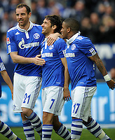 FUSSBALL   1. BUNDESLIGA   SAISON 2011/2012   29. SPIELTAG FC Schalke 04 - Hannover 96                                08.04.2012 Torjubel: Christoph Metzelder, Raul und Jefferson Farfan (v.l., alle FC Schalke 04)