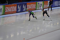 SCHAATSEN: HEERENVEEN: IJsstadion Thialf, 07-02-15, World Cup, 1000m Ladies Division A, Ireen Wüst (NED), Karolina Erbanová (CZE), ©foto Martin de Jong